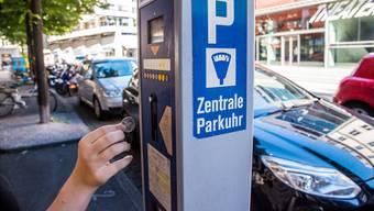 Parkieren wird kostenpflichtig. (Symbolbild)