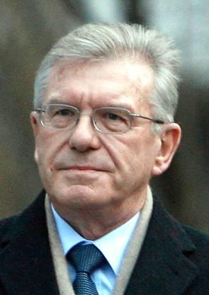 1995 bis 2002 Verwaltungsrat. Wohnt in Riehen BS und ist Pensionär.