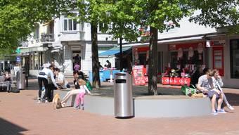 Die neue Sitzinsel auf dem Neumarktplatz ist beliebt.