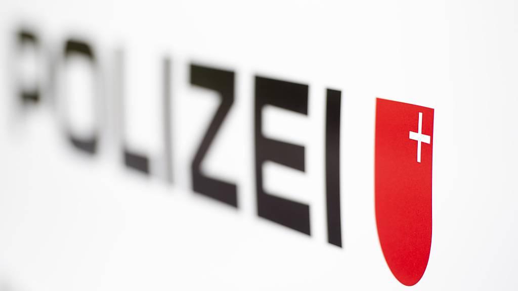 Die Kantonspolizei Schwyz sucht nach der Auseinandersetzung in Altendorf Zeugen. (Symbolbild)