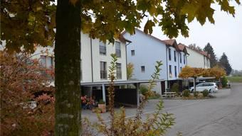 Auf der Westseite der Überbauung Baumgarten in Meienberg, Gemeinde Sins, soll die Realisierung von Vordächern möglich sein. ES