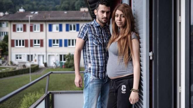 Das Bundesverwaltungsgericht zweifelt an ihrer Beziehung: Hamid und Panteha auf dem Balkon ihrer Wohnung. Foto: Mario Heller