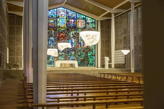 Schon jetzt sichtbar: Die Sanierung bringt merklich mehr Helligkeit in den Kirchenraum.