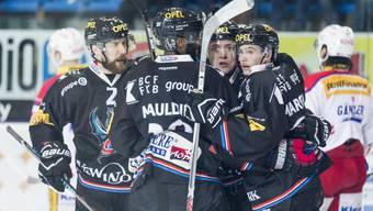 Teilerfolg: Die Spieler von Fribourg-Gottéron sichern sich in Kloten den Heimvorteil für das Playout gegen Ambri