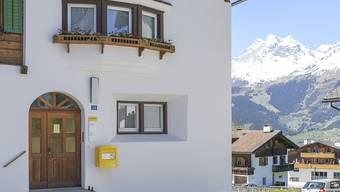 Im Bündnerland werden bis zu 23 der 55 Poststellen verschwinden, darunter womöglich auch diese in Obersaxen.