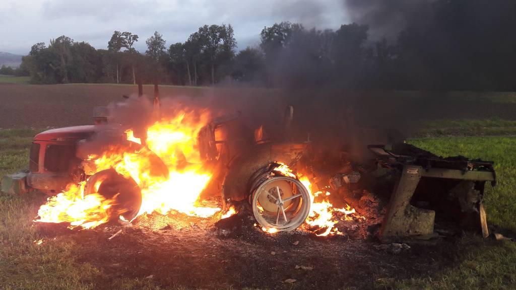 Traktor in Brand geraten