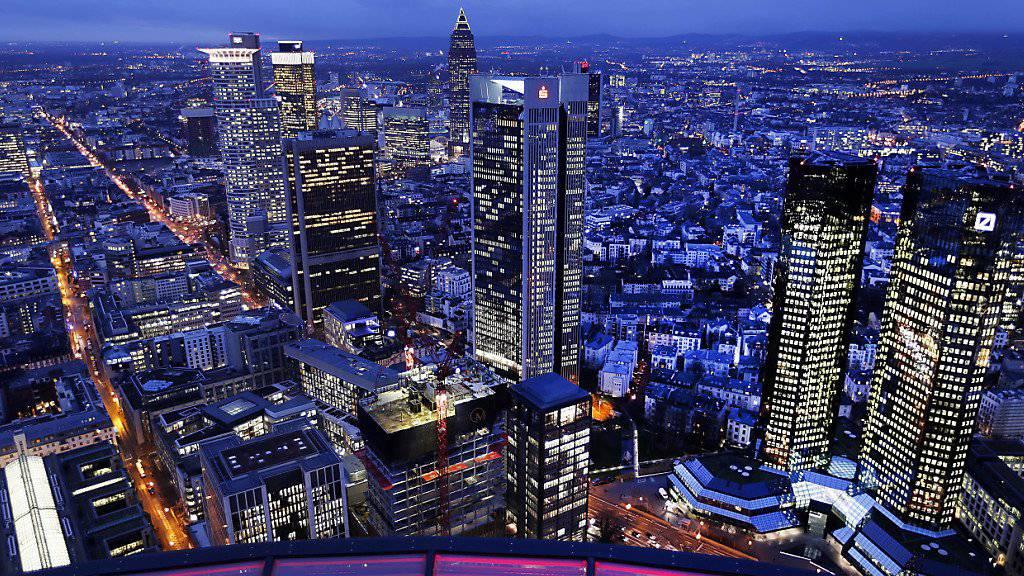 Der Brexit führt gemäss einer Studie dazu, dass Vermögenswerte im Umfang von 800 Milliarden Pfund aus Grossbritannien abfliessen. Frankfurt und deren Banken (Bild) profitieren davon. (Archiv)