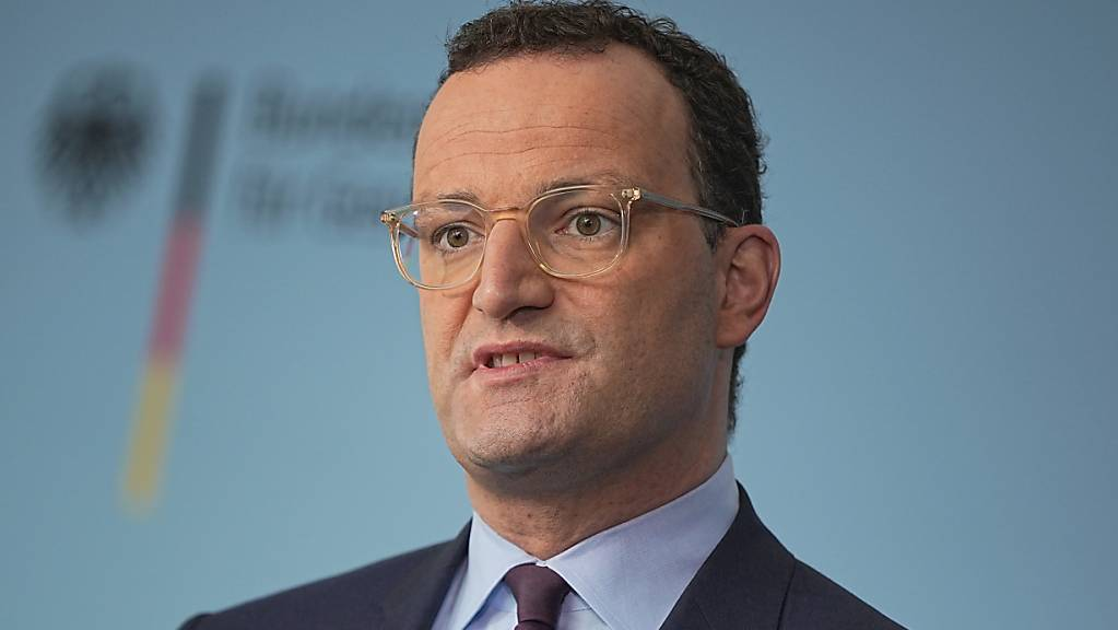 Jens Spahn (CDU), Bundesminister für Gesundheit, hat gemeinsam mit seinen Kollegen aus den Ländern beschlossen, dass es für Ungeimpfte keine Corona-Entschädigungen bei Verdienstausfällen gibt. Foto: Michael Kappeler/dpa