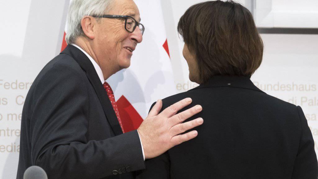 Beim Besuch von EU-Kommissionspräsident Jean-Claude Juncker im November schien sich eine Verbesserung der Beziehungen mit der EU abzuzeichnen. Nun erhöht die EU den Druck. (Archivbild)