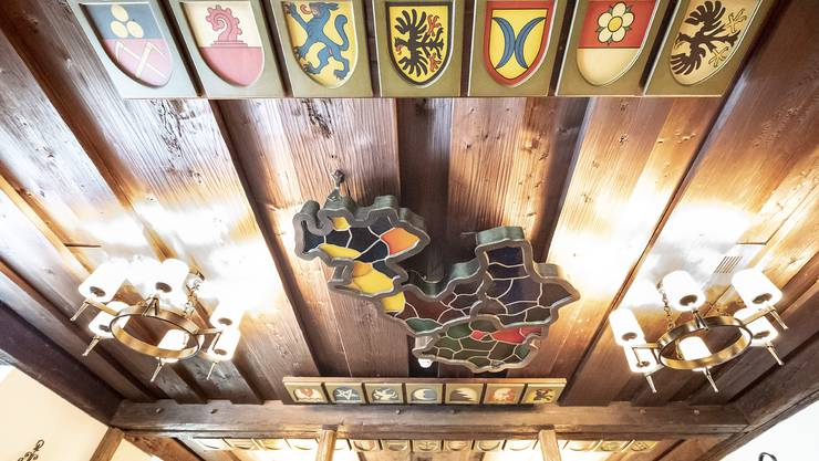 Von Schönenbuch bis Ammel wird dieses Jahr unterdurchschnittlich wenig über den Finanzausgleich gejammert (im Bild die Gemeindewappen in der Wirtsstube des «Bad Bubendorf»).