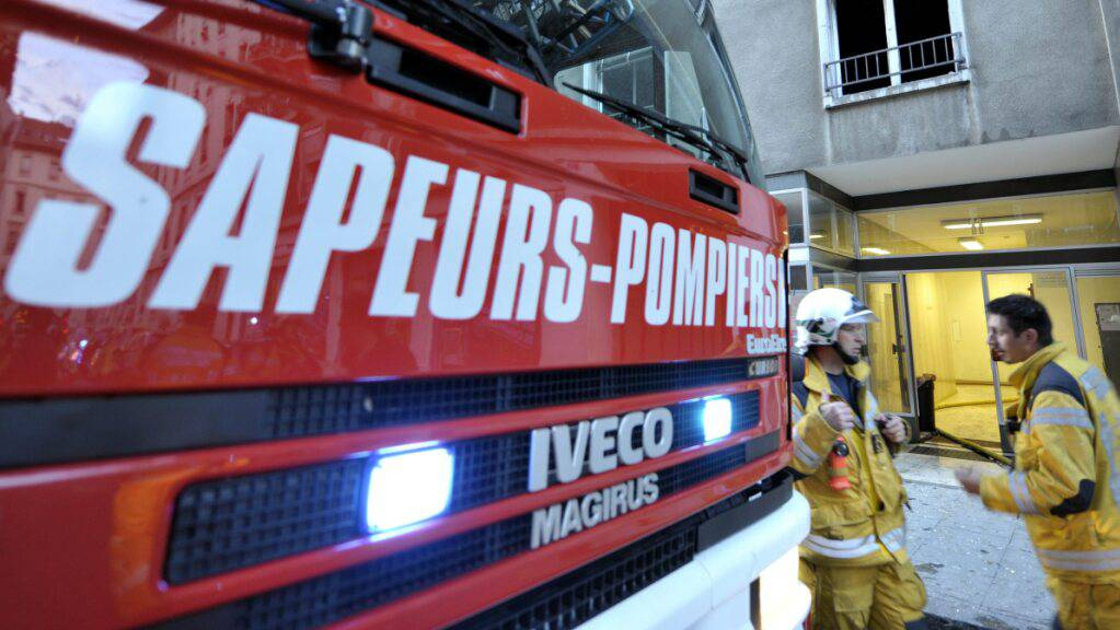 Insgesamt standen zwölf Feuerwehrleute und vier Fahrzeuge am Mittwochabend in Montignez im Einsatz. (Symbolbild)