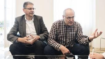 BLT-Direktor Andreas Büttiker und SP-Ständerat Claude Janiak am Abstimmungssonntag im Regierungsgebäude.