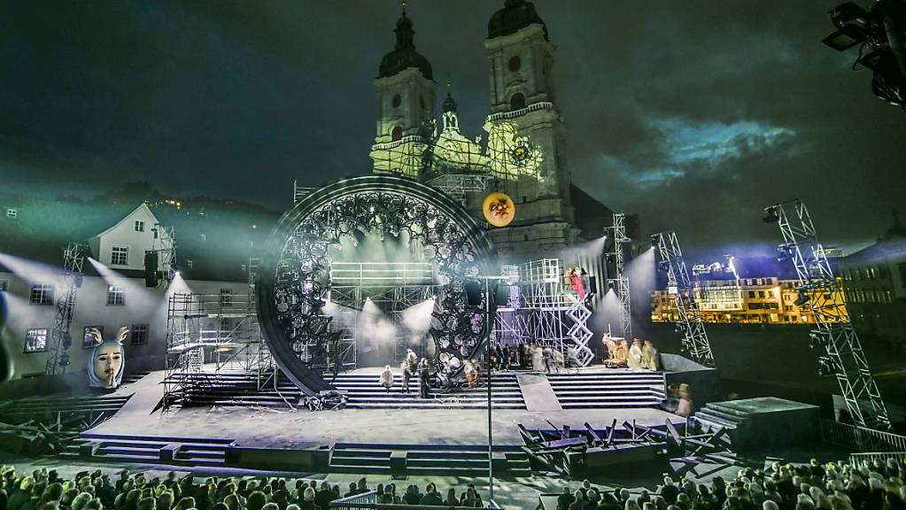 Die Festspieloper «Notre Dame» kommt beim Publikum an. Das Theater St.Gallen hat deswegen am kommenden Samstag im St.Galler Klosterhof eine Extravorstellung angesetzt.