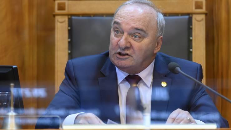 Der neue Ständeratspräsident Alex Kuprecht (SVP/SZ). Er hat das Amt am Montag von Hans Stöckli (SP/BE) übernommen.