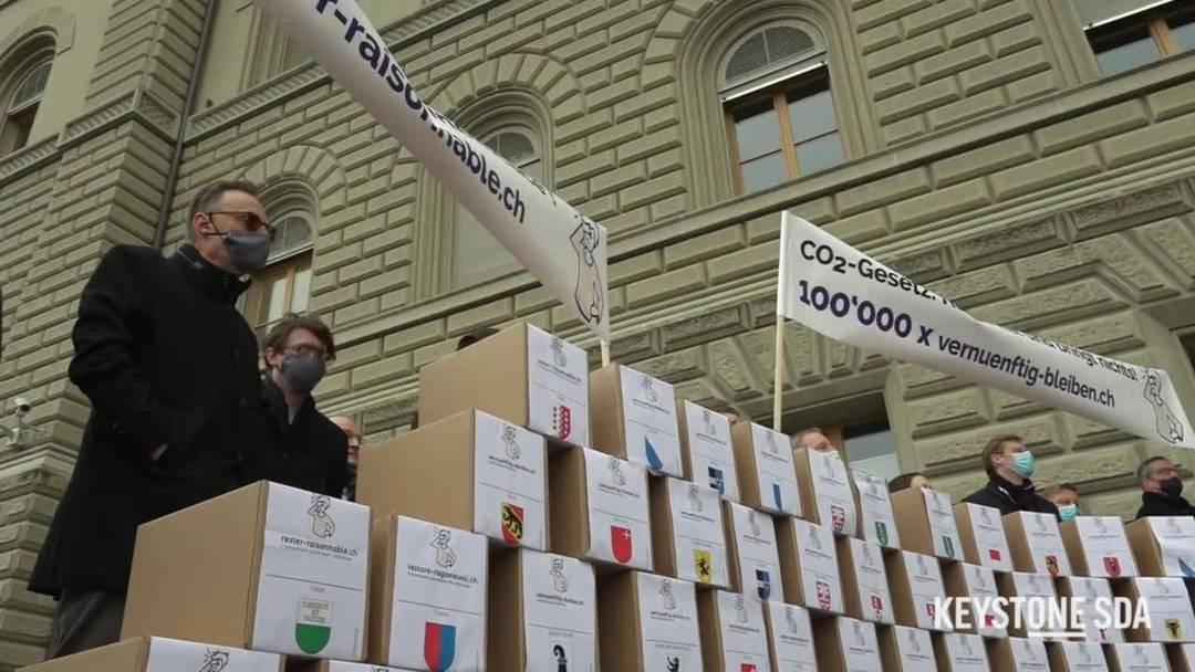 Wirtschaftskomitee reicht Unterschriften gegen CO2-Gesetz ein