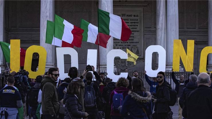 Sagt tatsächlich eine Mehrheit der Italiener am Sonntag Nein zur Verfassunsgreform? Die Börsen befürchten für diesen Fall einen Austritt Italiens aus dem Euro.MASSIMO PERCOSSI/Keystone
