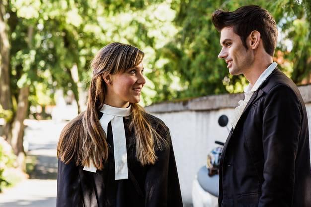 Folge 6: Finden Gefallen aneinander: Anja Martina Schärer als Florence und Reto Stalder als Fabio Testi.