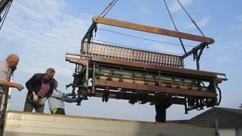 Der Bandwebstuhl wurde letzten Samstag verladen und ins Ballyana-Industriemuseum nach Schönenwerd gebracht.