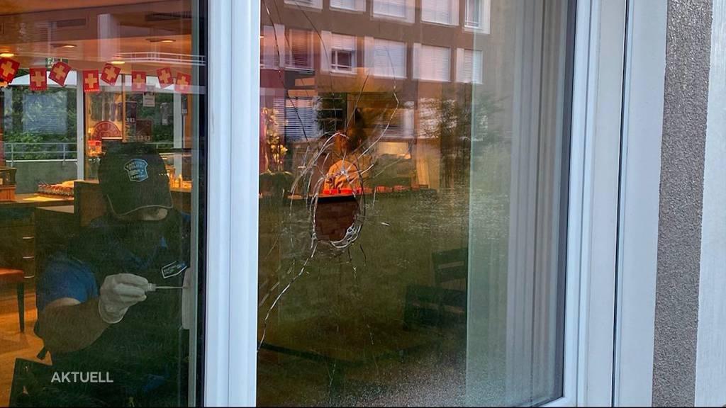 Steinwurf: In Buchs probiert jemand in die Bäckerei Jaisli einzubrechen