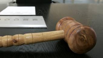 Das Gericht verurteilte den Vater zu sieben Jahren Gefängnis (Symbolbild)