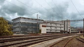 Das neue Wohnhaus mit Glasfassade (links) wird das Beton-Postgebäude ergänzen. Das Areal befindet sich direkt vor dem Bahnhof Baden. (Visualisierung)