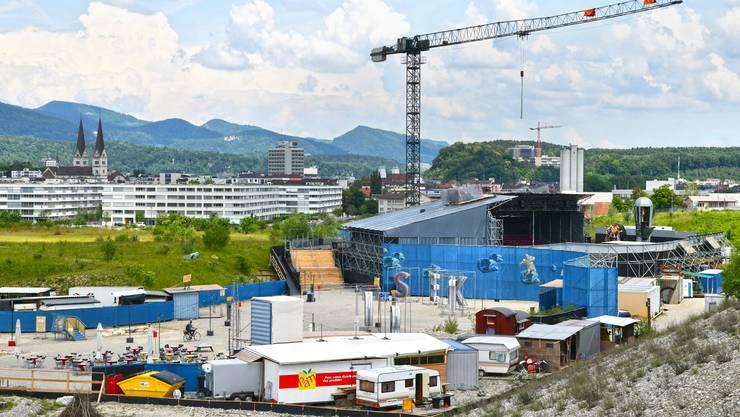 Karl's kühne Gassenschau steht in Olten Südwest mit «Sektor 1» kurz vor der Première. Die Mitarbeiter verleihen der Bühne und dem Austragungsort derzeit noch den letzten Schliff.