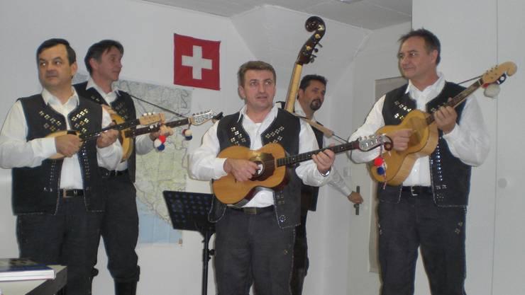 01 Musikgruppe Alkari aus Zürich.JPG