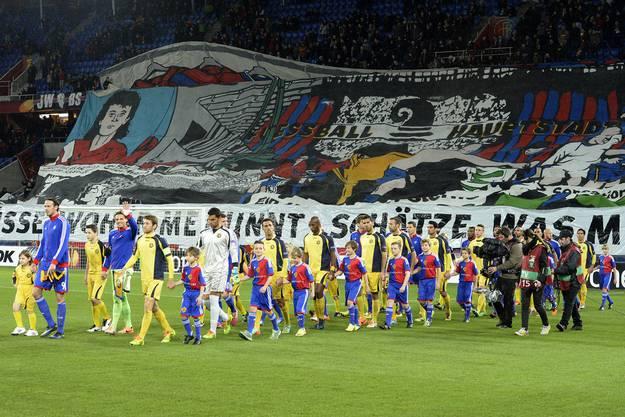 Die Muttenzerkurve und alle FCB-Fans hoffen auf einen Sieg.