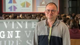 Am ersten nationalen Autismus-Kongress begrüsste Matthias Huber die Teilnehmenden als Keynote-Speaker. Thema seines Vortrages war: «Wie wir sind und wie wir waren – mit und ohne Autismus».