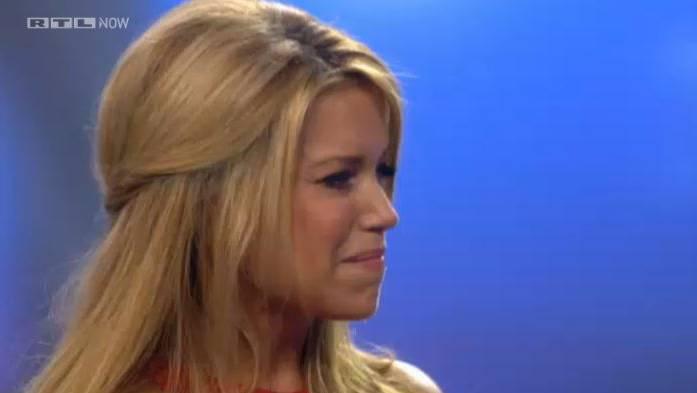 Sylvie van der Vaart weint vor laufender Kamera.
