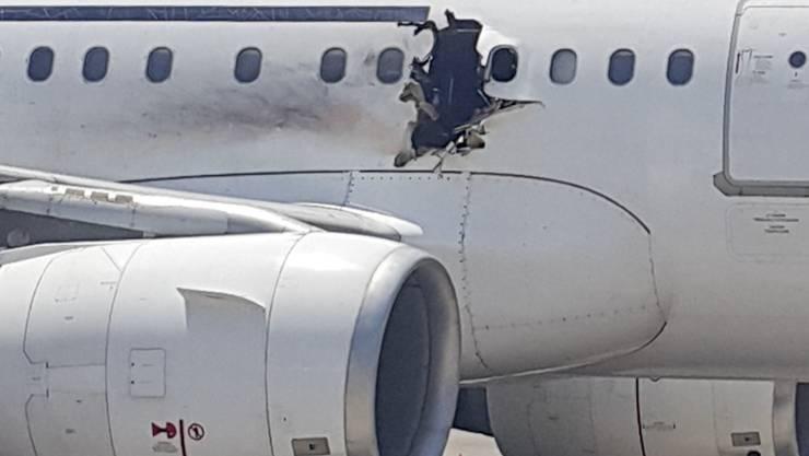 Die Al-Shabaab-Miliz hat die Verantwortung übernommen für den Bombenanschlag auf ein Flugzeug aus Somalia. Die Maschine konnte trotz Loch im Rumpf sicher landen. (Archivbild)