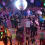 Trotz 300 Besuchern hatte jedes Tanzpaar genug Platz zum Tanzen im Bahnhofssaal