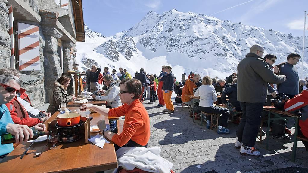 In den Westschweizer Kantonen mit Ausnahme der Waadt werden die Gastronomiebetriebe ab Sonntag auch auf den Skipisten geschlossen bleiben. (Archivbild)