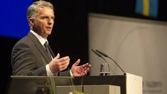 Bundesrat Didier Burkhalter relativiert in Luzern die Bedeutung der Ventilklausel