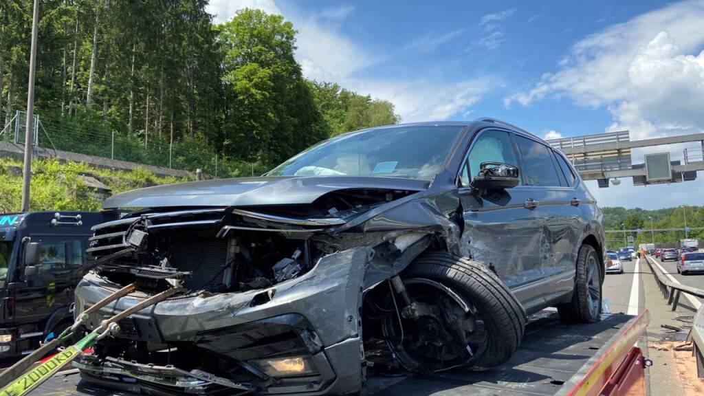 Betrunkener Autofahrer bei Unfall auf A1 bei Neuenhof AG verletzt