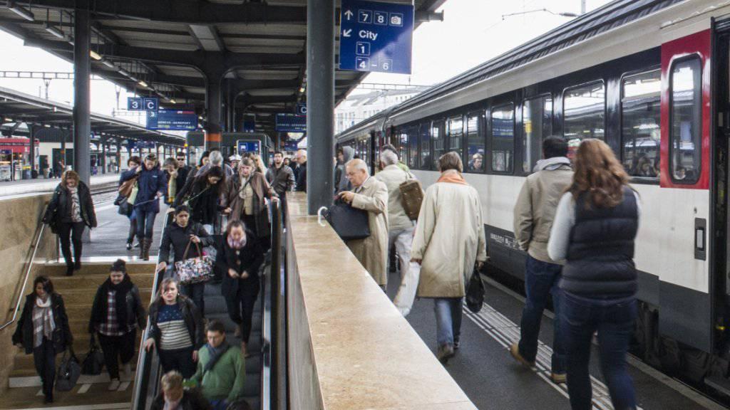Der Ausbau der Bahnhöfe in Genf, Bern und Basel braucht mehr Zeit als geplant. (Symbolbild)