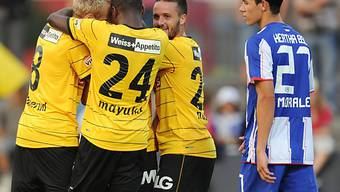 Die Young Boys feiern Sieg gegen Bundesligist Hertha BSC