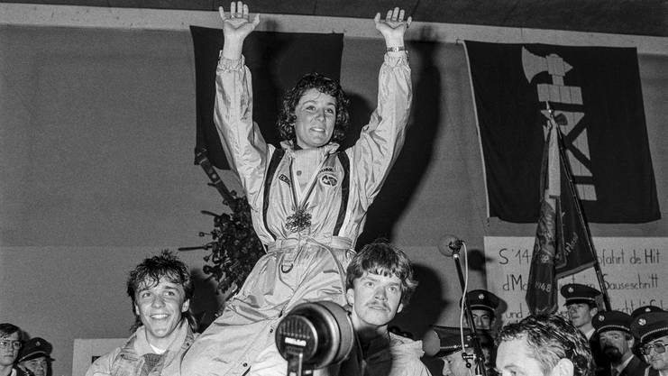 Nach ihren zwei Goldmedaillen wird Walliser frenetisch in ihrem Heimtort Mosnang empfangen.