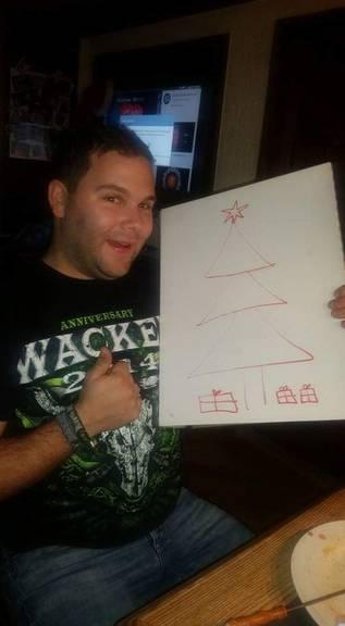 Selbst ist der Mann, Daniel zeichnet sich seinen Christbaum.