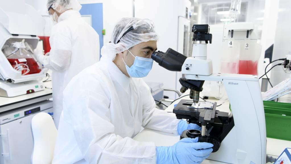 Jährlich erhöht sich in der Schweiz die Zahl gemeldeter Krebsdiagnosen im Schnitt um 700 Fälle. Dies hängt aber vor allem mit der Zunahme älterer Personen zusammen. Die Überlebenschancen mit oder nach Krebs steigen nämlich (Symbolbild)