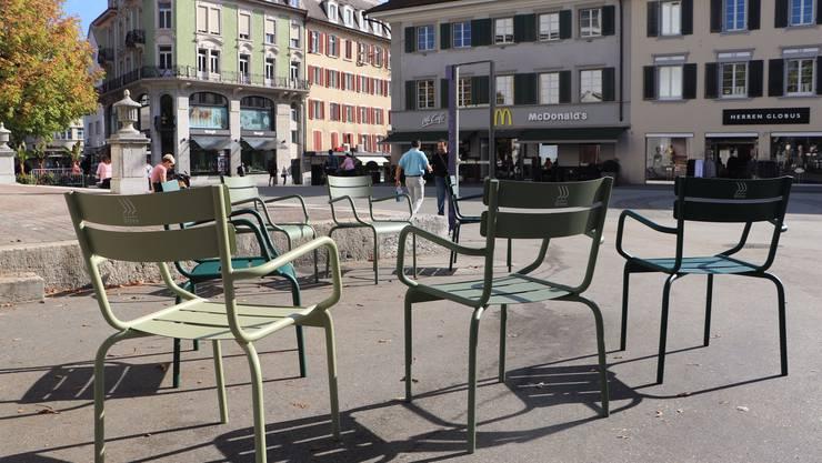 Die neuen Stühle auf der Kirchgasse und beim Oberen Graben wurden von Christoph und Tanja Zehnder finanziert.