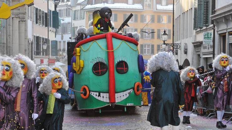 So sah es am Solothurner Fasnachtsumzug 2013 aus, auch von diesem Umzug wurde eine Wiederholung im Fernsehen ausgestrahlt.