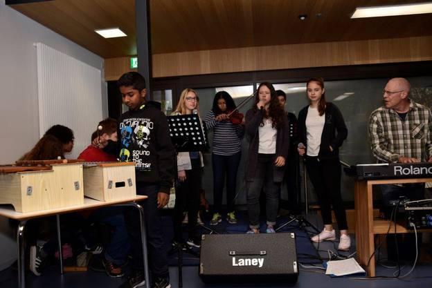 Musik zur Einweihung im umgebauten Gebäude