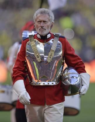 Breitner der Gladiator im Vorprogramm des Champions-League-Finals 2013 zwischen Dortmund und Bayern.