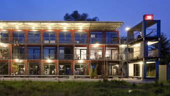In Zürich Altstetten gibt es bereits eine Container-Siedlung. Nun soll auch in Basel mehr Wohnraum durch ähnliche Projekte geschaffen werden.
