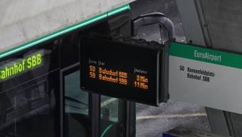 Die Buslinie 50 bekommt mehr Non-Stop-Kurse vom Bahnhof SBB zum EuroAirport. (Archiv)