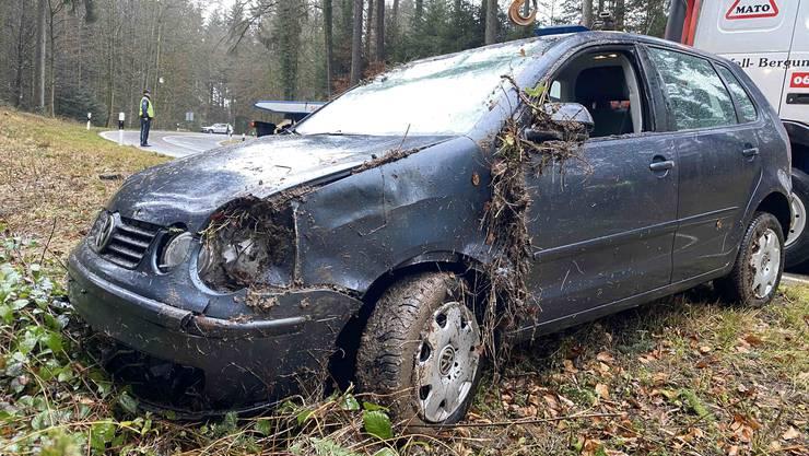 Ein Autofahrer verlor im Boowald die Kontrolle über seinen VW.