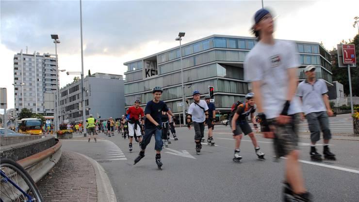 Beim letzten Treffen werden die Inline-Skater nicht wie gewohnt über den Schulhausplatz fahren können, die Baustelle verunmöglicht dies.
