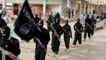 IS-Milizen in der syrischen Stadt Rakka (Symbolbild)