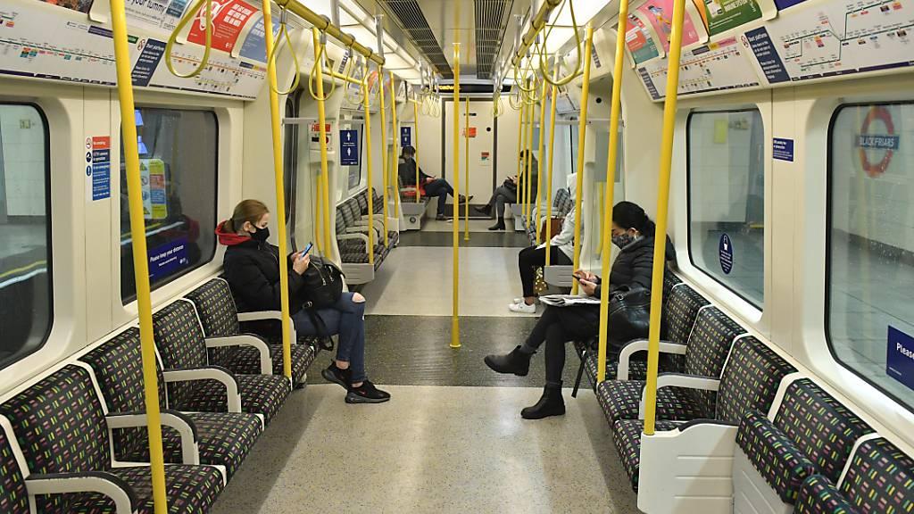 London hält an Maskenpflicht im öffentlichen Nahverkehr fest